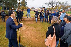 Porto Alegre, RS 11/09/2019: O prefeito Nelson Marchezan Júnior acompanhou nesta quarta-feira (11), o andamento das ações de revitalização da praça Antônio Candido Menezes, no bairro Sarandi. Este é o quarto local a receber as intervenções do maior contrato de manutenção do mobiliário de praças e parques de Porto Alegre. O evento foi realizado na rua Francisco Pinto da Fontoura. As atividades de manutenção são realizadas pela empresa Ecsam, fiscalizadas pela Unidade de Conservação e Manutenção (UCM) da Secretaria Municipal de Serviços Urbanos (SMSUrb). Foto: Jefferson Bernardes/PMPA