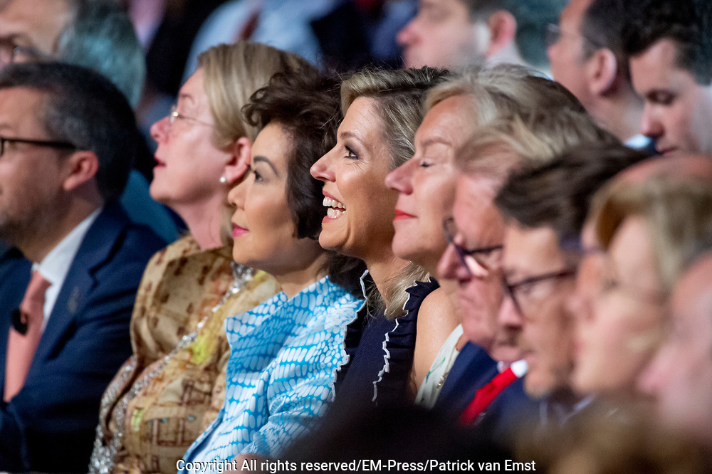 Koningin Maxima houdt de openingstoespraak bij de Global Entrepreneurship Summit (GES) in het World Forum. Zij deed dit mede in haar functie van lid van het Nederlands Comite voor Ondernemerschap en speciale pleitbezorger van de Verenigde Naties voor inclusieve financiering voor ontwikkeling.<br /> <br /> Queen Maxima gives the opening address at the Global Entrepreneurship Summit (GES) in the World Forum. She did this in part as a member of the Dutch Committee for Entrepreneurship and a special advocate of the United Nations for inclusive financing for development. <br /> <br /> Op de foto / On the photo: Queen Maxima