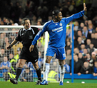 Photo: Ed Godden.<br /> Chelsea v Arsenal. The Barclays Premiership. 10/12/2006.<br /> Chelsea's Didier Drogba apologises to the linesman.