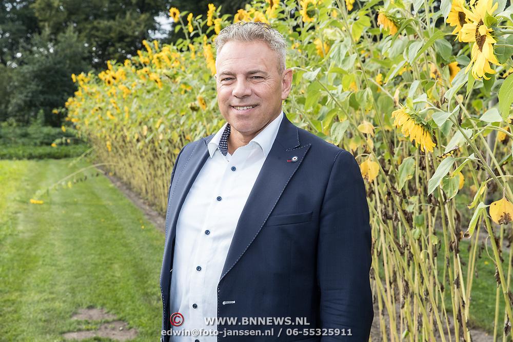 NLD/'t Harde/20170905 - kick-off Opvliegers-3 Actrices verdiepen zich in de overgang,  A. Vogel gezondheidsdeskundige: Marcel Brienne
