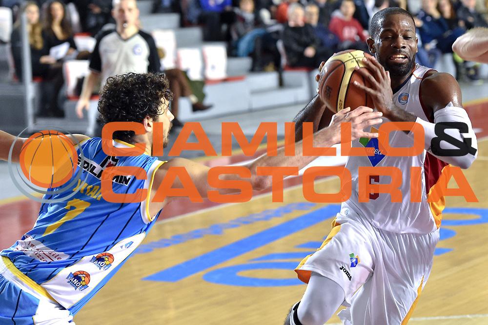 DESCRIZIONE : Roma Lega A 2014-15 Acea Roma vs Vanoli Basket Cremona<br /> GIOCATORE : Jones Bobby<br /> CATEGORIA : Palleggio con penetrazione<br /> SQUADRA : Acea Roma<br /> EVENTO : Campionato Lega A 2014-2015 GARA : Acea Roma vs Vanoli Basket Cremona<br /> DATA : 07/12/2014 <br /> SPORT : Pallacanestro <br /> AUTORE : Agenzia Ciamillo-Castoria/GiulioCiamillo <br /> Galleria : Lega Basket A 2014-2015 <br /> Fotonotizia : Acea Roma Lega A 2014-15 Acea Roma vs Vanoli Basket Cremona<br /> Predefinita :