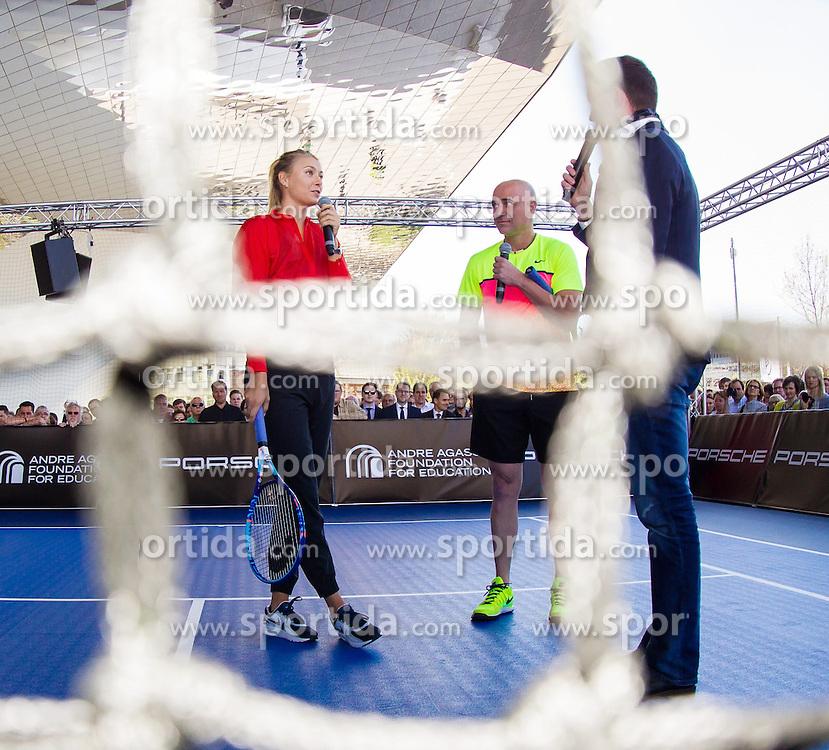 21.04.2015, Porsche Arena, Stuttgart, DEU, WTA Tour, Stuttgart Porsche Grand Prix, im Bild Maria Sharapova (RUS) und Andre Agassi sprechen vor dem Spiel, Aufnahme durch das Netz, Emotionen // during the Stuttgart Porsche Grand Prix WTA Tour at the Porsche Arena in Stuttgart, Germany on 2015/04/21. EXPA Pictures &copy; 2015, PhotoCredit: EXPA/ Eibner-Pressefoto/ Neis<br /> <br /> *****ATTENTION - OUT of GER*****