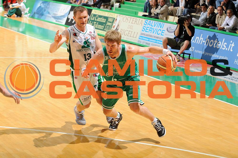 DESCRIZIONE : Siena Lega A 2008-09 Playoff Semifinale Gara 3 Montepaschi Siena Benetton Treviso<br /> GIOCATORE : Jon Stefansson<br /> SQUADRA : Benetton Treviso<br /> EVENTO : Campionato Lega A 2008-2009 <br /> GARA : Montepaschi Siena Benetton Treviso<br /> DATA : 03/06/2009<br /> CATEGORIA : penetrazione<br /> SPORT : Pallacanestro <br /> AUTORE : Agenzia Ciamillo-Castoria/G.Ciamillo
