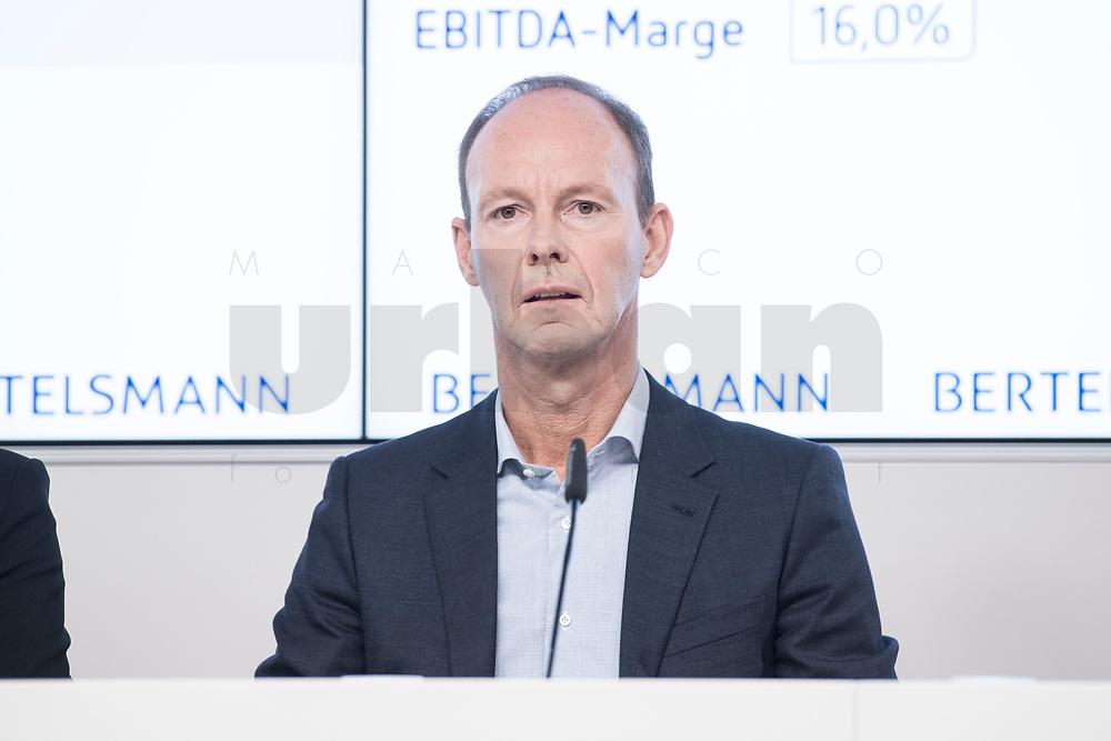 27 MAR 2018, BERLIN/GERMANY:<br /> Thomas Rabe, Vorstandsvorsitzender von Bertelsmann,  Bertelsmann Bilanzpressekonferenz, Konzernrepraesentanz Berlin, Unter den Linden 1<br /> IMAGE: 20180327-01-012