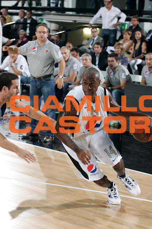 DESCRIZIONE : Caserta Lega A 2010-11 Eurolega Qualifying Rounds Pepsi Caserta BC Khimki<br /> GIOCATORE : Timothy Bowers<br /> SQUADRA : Pepsi Caserta<br /> EVENTO : Campionato Lega A 2010-2011 <br /> GARA : Pepsi Caserta BC Khimki<br /> DATA : 21/09/2010<br /> CATEGORIA : palleggio penetrazione<br /> SPORT : Pallacanestro <br /> AUTORE : Agenzia Ciamillo-Castoria/A.De Lise<br /> Galleria : Lega Basket A 2010-2011 <br /> Fotonotizia : Caserta Lega A 2010-11 Eurolega Qualifying Rounds Pepsi Caserta BC Khimki<br /> Predefinita :