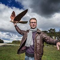 Duitsland, Weeze, 27 april 2016.<br /> Computer gestuurde nepvalk vliegveld Weeze.<br /> inzetten van computer gestuurde nepvalk bij vliegveld Weeze om vogels te verjagen van start en landingsbaan Interview met maker/bedenker, Nico Nijenhuis.<br /> Op de foto: Nico Nijenhuis | Co-founder &amp; CEO van Clearflightsolutions.com<br /> <br /> Computerized fake falcon at Weeze airport in Germany.<br /> Use of computerized fake falcons at Weeze airport to scare birds from runway.<br /> In the picture: Nico Nijenhuis | Co-founder &amp; CEO of Clearflightsolutions.com<br /> <br /> Foto: Jean-Pierre Jans