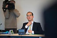 DEU, Deutschland, Germany, Berlin, 08.11.2017: Benedikt Lux (Die Grünen), Abgeordnetenhaus von Berlin, Sondersitzung des Innenauschusses zum Personalmanagement bei der Polizei.