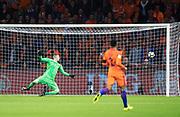 AMSTERDAM, NEDERL&Auml;NDERNA - 2017-10-10: Arjen Robben g&ouml;r 2-0 under FIFA 2018 World Cup Qualifier mellan Nederl&auml;nderna och Sverige p&aring; Amsterdam ArenA den 10 oktober, 2017 i Amsterdam, Nederl&auml;nderna. <br /> Foto: Nils Petter Nilsson/Ombrello<br /> ***BETALBILD***