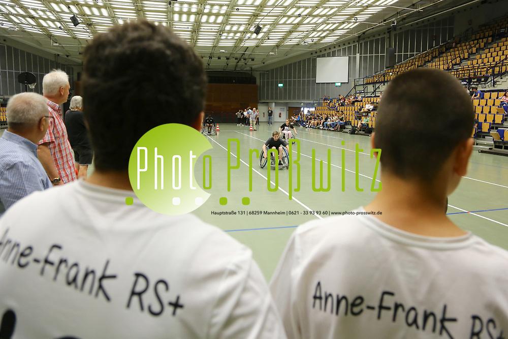 Ludwigshafen. 31.05.17 | Rolli-Sportfest<br /> Ebert Halle. Rolli-Sportfest der Ludwigshafener Schulen in der Eberthalle<br /> <br /> <br /> BILD- ID 0021 |<br /> Bild: Markus Prosswitz 31MAY17 / masterpress (Bild ist honorarpflichtig - No Model Release!)