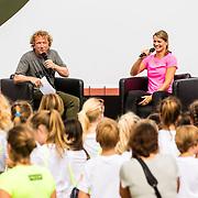 NLD/Utrecht/20160903 - Daphne Schippers geeft een clinic bij haar oude club, met presentator Pepijn Gunneweg
