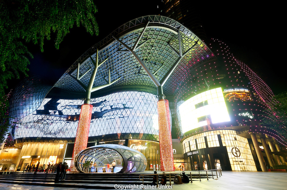 SGP, Singapur : die shopping mall ION Orchard. |SGP, Singapore : the ION Orchard shopping mall|. 09.02.2013.Copyright by : Rainer UNKEL , Tel.: 0171/5457756