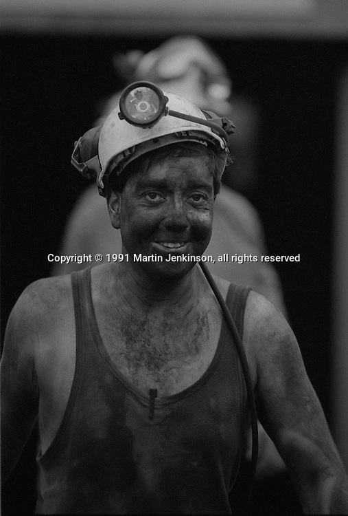 Miners coming off shift. Silverwood Colliery Nr Rotherham...© Martin Jenkinson, tel 0114 258 6808 mobile 07831 189363 email martin@pressphotos.co.uk. Copyright Designs & Patents Act 1988, moral rights asserted credit required. No part of this photo to be stored, reproduced, manipulated or transmitted to third parties by any means without prior written permission