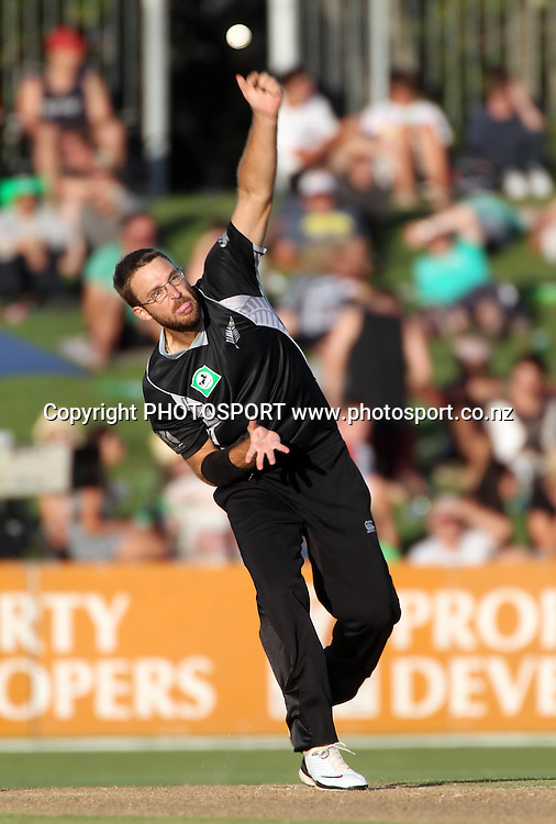 Daniel Vettori bowling during the 4th ODI, Black Caps v Pakistan, One Day International Cricket. McLean Park, Napier, New Zealand. Tuesday 1 February 2011. Photo: Andrew Cornaga/photosport.co.nz