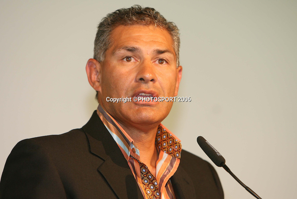 Guest speaker and former Kiwi's captain Hugh McGahan speaks during the Vodafone Warriors Captains lunch held at Ericsson Stadium, Auckland, on Tuesday 7 March, 2006. Photo: Renee McKay/PHOTOSPORT