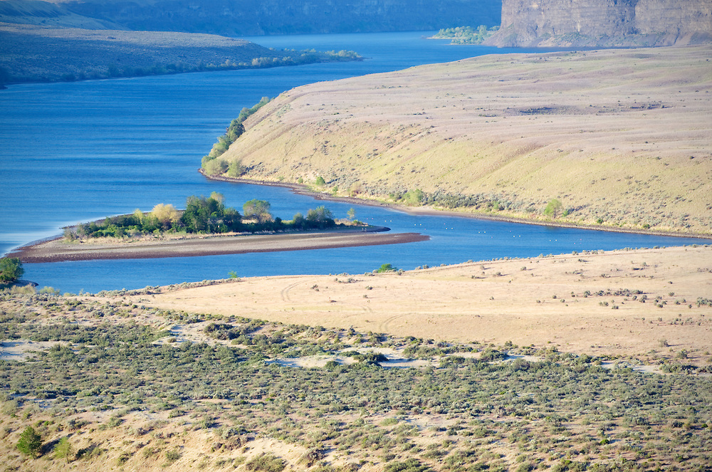 The Columbia River at the Giant Ripples which were created during the Ice Age Floods.