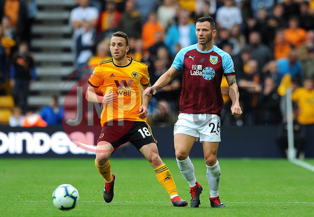 Phillip Bardsley of Burnley competes with Diogo Jota of Wolverhampton Wanderers- Mandatory by-line: Nizaam Jones/JMP- 16/09/2018 - FOOTBALL - Molineux - Wolverhampton, England - Wolverhampton Wanderers v Burnley - Premier League