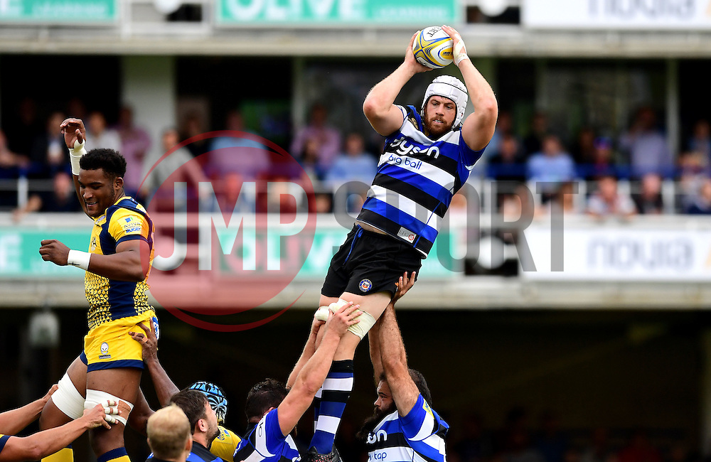 Dave Attwood of Bath Rugby wins a line out   - Mandatory by-line: Joe Meredith/JMP - 17/09/2016 - RUGBY - Recreation Ground - Bath, England - Bath Rugby v Worcester Warriors - Aviva Premiership