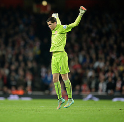 Arsenal's Wojciech Szczesny warms up as there is a gap in play. - Photo mandatory by-line: Alex James/JMP - Mobile: 07966 386802 - 22/11/2014 - Sport - Football - London - Emirates Stadium - Arsenal v Manchester United - Barclays Premier League