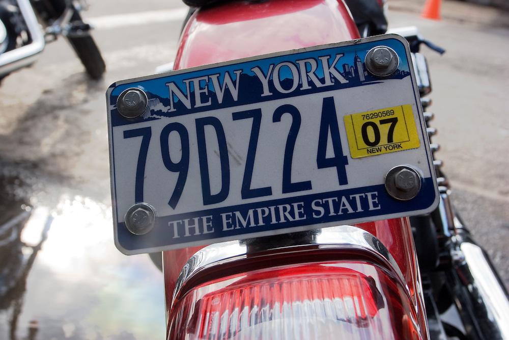 Detail of a number plate in Chelsea (Manhattan).<br /> <br /> Detalle de la matr&iacute;cula de una motocilceta, estacionada en una calle de Chelsea.