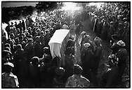 BARZAN, KURDISTAN, IRAQ, OCTOBER 1993.  Kurdish people bring their last salute to their great leader mullah Mustafa Barzani. Barzani was the leader of the KDP in the 70's and died in exile in Iran. ©Photo by Frits Meyst/NewsImages