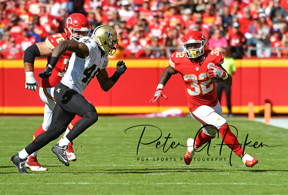 KANSAS CITY, MO - OCTOBER 23:  Running back Spencer Ware #32 of the Kansas City Chiefs rushes up field against safety Vonn Bell #48 of the New Orleans Saints during the first half on October 23, 2016 at Arrowhead Stadium in Kansas City, Missouri.  (Photo by Peter G. Aiken/Getty Images) *** Local Caption *** Spencer Ware;Vonn Bell