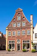 Europe, Germany, North Rhine-Westphalia, Warendorf, house at the market place in the historic center.<br /> <br /> Europa, Deutschland, Nordrhein-Westfalen, Warendorf, Haus am Marktpatz in der Altstadt.