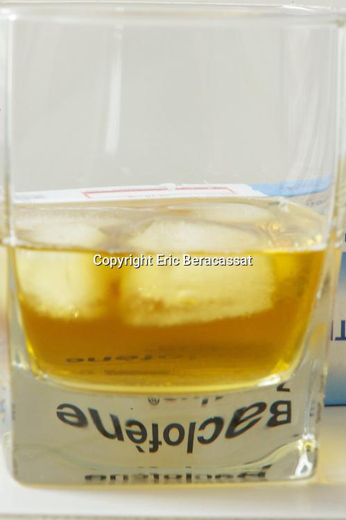 Medecine. Le Baclofene, un medicament pour lutter contre l'alcoolisme.//France. Baclofen, a drug to fight against alcoholism