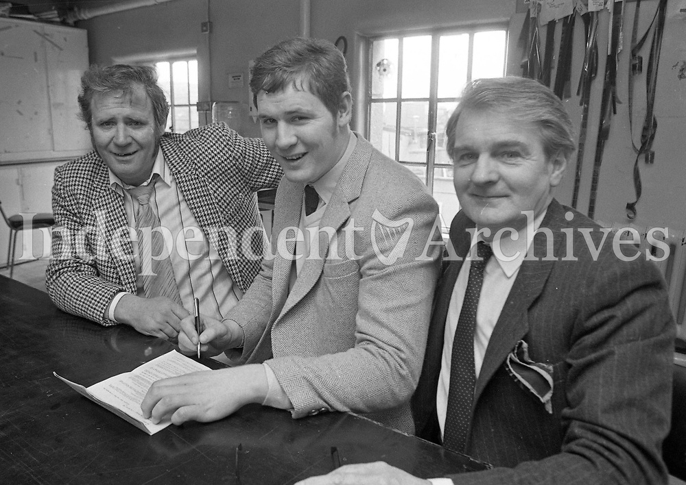 Professional Boxer Paddy Finn signing a contract watched by his father John (Left) and manager Paddy Byrne, 10/05/1983 (Part of the Independent Newspapers Ireland/NLI Collection).