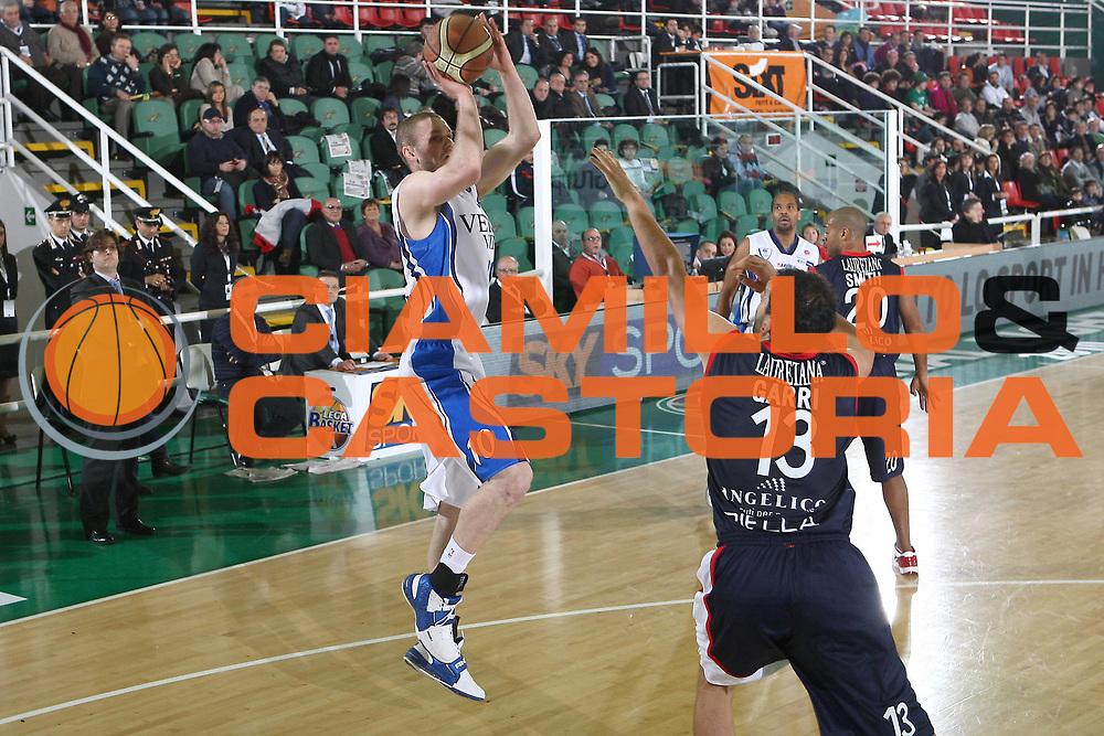 DESCRIZIONE : Avellino Final 8 Coppa Italia 2010 Quarto di Finale NGC Medical Cantu Angelico Biella<br /> GIOCATORE : Maarten Leunen<br /> SQUADRA : NGC Medical Cantu<br /> EVENTO : Final 8 Coppa Italia 2010 <br /> GARA : NGC Medical Cantu Angelico Biella<br /> DATA : 19/02/2010<br /> CATEGORIA : tiro<br /> SPORT : Pallacanestro <br /> AUTORE : Agenzia Ciamillo-Castoria/C.De Massis<br /> Galleria : Lega Basket A 2009-2010 <br /> Fotonotizia : Avellino Final 8 Coppa Italia 2010 Quarto di Finale NGC Medical Cantu Angelico Biella<br /> Predefinita :