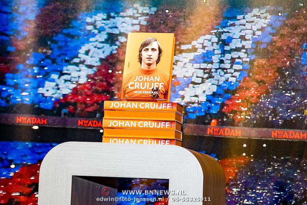NLD/Amsterdam/20161007 - Presentatie biografie over het leven van oud voetballer Johan Cruijff,