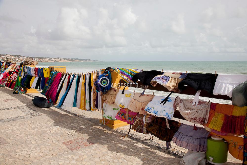 Venda de roupas de praia, cangas, bandeiras, bolsas e etc na praia de Ponta Negra em Natal // Street market at Ponta Negra, Natal, Rio Grande do Norte - Brazil 2013.
