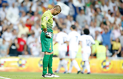 29.08.2012, Estadio Santiago Bernabeu, Madrid, ESP, Supercup, Real Madrid vs FC Barcelona, Rueckspiel, im Bild Barcelona's Victor Valdes dejected // during the Spanish Supercup 2nd Leg Match match between Real Madrid CF and Barcelona FC at the Estadio Santiago Bernabeu, Madrid, Spain on 2012/08/29. EXPA Pictures © 2012, PhotoCredit: EXPA/ Alterphotos/ Alvaro Hernandez..***** ATTENTION - OUT OF ESP and SUI *****