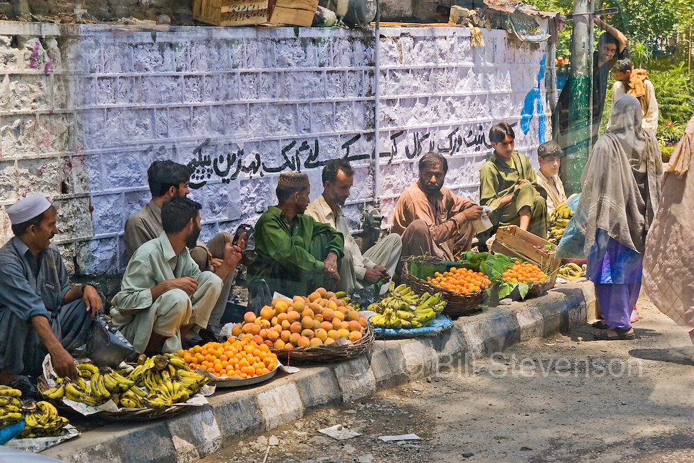 Fruit vendors on the side of the road in Islamabad in Pakistan