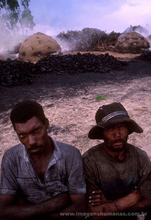 Trabalhadores carvoeiros em Minas gerais...Coaly workers in general Minas...Trabalhadores carvoeiros em Minas gerais...Coaly workers in general Minas.