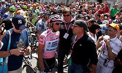 21.05.2011, Hauptplatz Lienz, AUT, Giro d´ Italia 2011, 14. Etappe, Lienz - Monte Zoncolan, im Bild Medienrummel um Alberto Contador (ESP) Saxo Bank Sungard // during the Giro d´ Italia 2011, Stage 14, Lienz - Monte Zoncolan,Austria, 2011-05-21, EXPA Pictures © 2011, PhotoCredit: EXPA/ J. Feichter