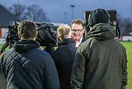 FODBOLD: Direktør Janus Kyhl (FC Helsingør) giver interview til TV3 Sport før kampen i ALKA Superligaen mellem FC Helsingør og Lyngby Boldklub den 9. december 2017 på Helsingør Stadion. Foto: Claus Birch
