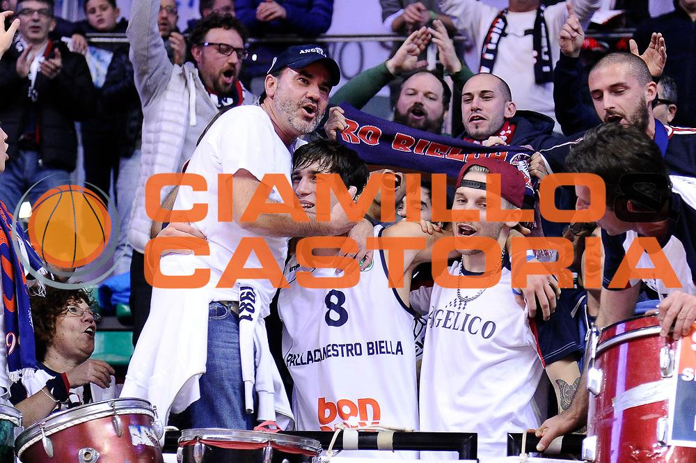 DESCRIZIONE : Biella Fiba Europe EuroChallenge 2014-2015 Bonprix Biella PO Antwerp Giants<br /> GIOCATORE : Tommaso Laquintana Tifosi<br /> CATEGORIA : tifosi esultanza<br /> SQUADRA : Bonprix Biella<br /> EVENTO : Fiba Europe EuroChallenge 2014-2015<br /> GARA : Bonprix Biella PO Antwerp Giants<br /> DATA : 12/11/2014<br /> SPORT : Pallacanestro <br /> AUTORE : Agenzia Ciamillo-Castoria/Max.Ceretti<br /> Galleria : Fiba Europe EuroChallenge 2014-2015<br /> Fotonotizia : Biella Fiba Europe EuroChallenge 2014-2015 Men Bonprix Biella PO Antwerp Giants<br /> Predefinita :