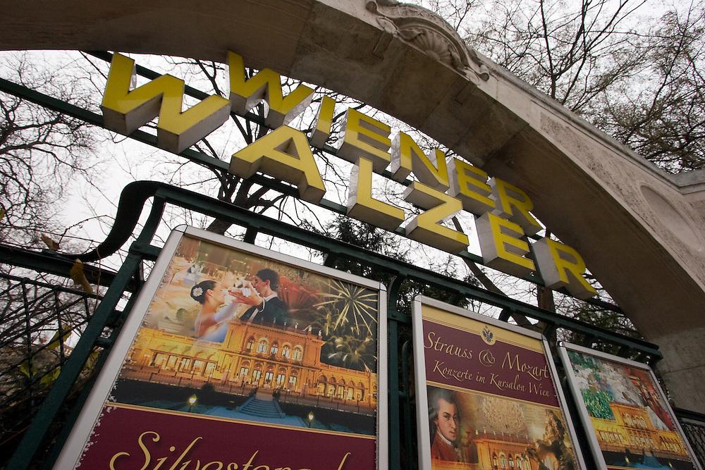 """Wien/Oesterreich, AUT, 21.12.2007: Strassenszene in der Wiener Innenstadt mit Werbung für Konzerte  und Veranstaltungen um den """"Wiener Walzer"""".<br /> <br /> Vienna/Austria, AUT, 21.12.2007: Street scene in Vienna. Billboards with commercials for """"Viennese Waltz""""."""