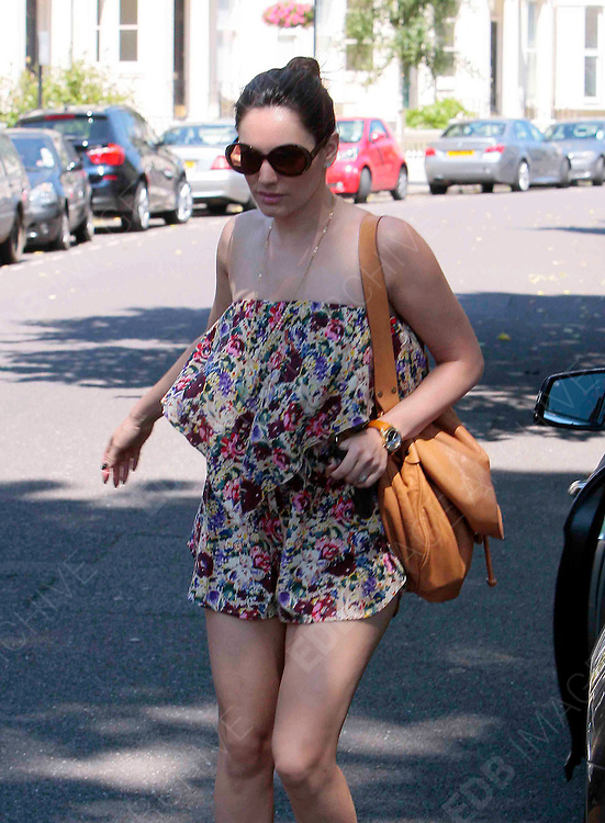 23.JULY.2012. LONDON<br /> <br /> KELLY BROOK OUT FOR MORNING COFFEE WITH BOYFRIEND THOM EVANS IN WEST LONDON. <br /> <br /> BYLINE: EDBIMAGEARCHIVE.CO.UK<br /> <br /> *THIS IMAGE IS STRICTLY FOR UK NEWSPAPERS AND MAGAZINES ONLY*<br /> *FOR WORLD WIDE SALES AND WEB USE PLEASE CONTACT EDBIMAGEARCHIVE - 0208 954 5968*