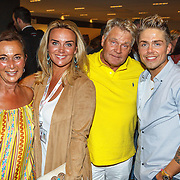 NLD/Amsterdam/20150530 - Toppers concert 2015 Crazy Summer edition, Monique Noël en haar vader en moeder