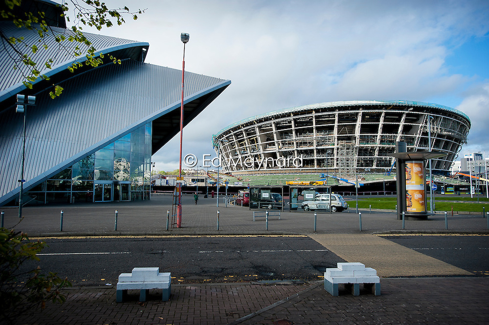 The SSE Hydro arena under construction (right) beside the SECC (Scottish Exhibition and Conference Centre) on the north bank of the River Clyde, Glasgow, Scotland, UK.
