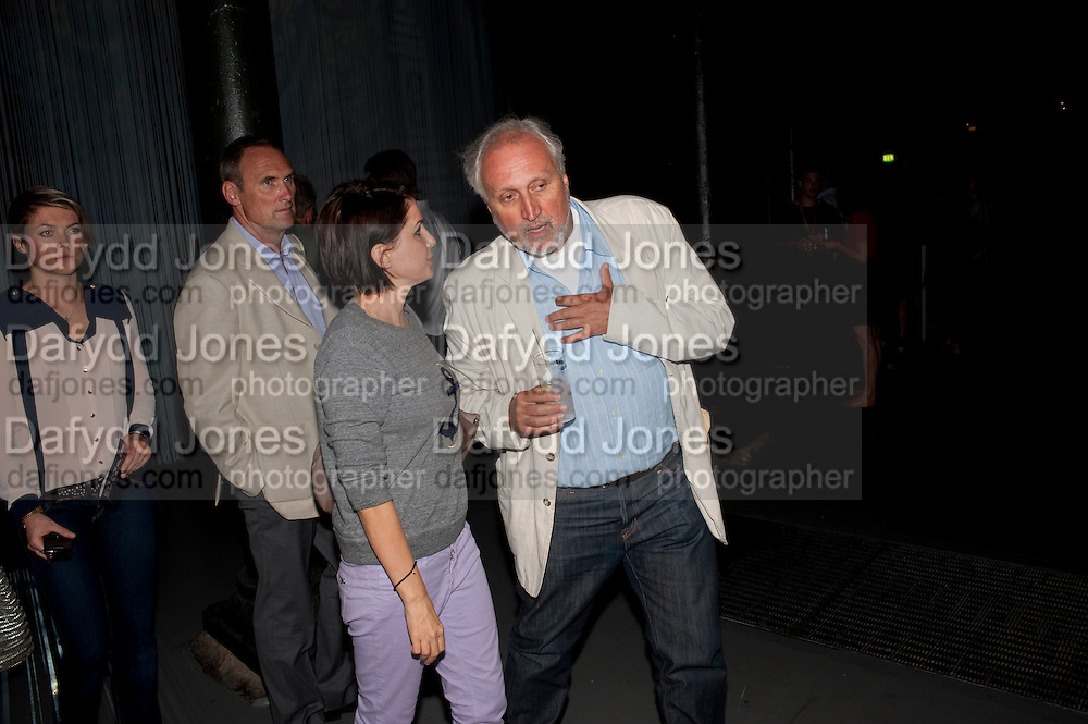 HOLLY DAVIDSON; A.A. GILL; SADIE FROST; NICK ALLOTT; , Curtain Call. Opening of Ron Arad's new installation and the 5th Anniversary of the  Roundhouse, The Roundhouse. London. 8 August 2011. <br /> <br />  , -DO NOT ARCHIVE-© Copyright Photograph by Dafydd Jones. 248 Clapham Rd. London SW9 0PZ. Tel 0207 820 0771. www.dafjones.com.