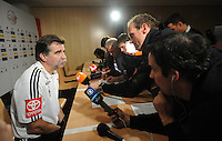 Handball EM Herren 2010 Hauptrunde Deutschland - Frankreich 24.01.2010 Heiner Brand (Teamchef GER) bei der Pressekonferenz