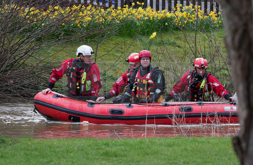 © Licensed to London News Pictures. 28/03/2016. Guilford, UK. A search and rescue team look for a missing kayaker on the swollen River Wey in Guildford.  The kayaker was reported missing and seen in the water by members of the public at 1.40 PM. Photo credit: Peter Macdiarmid/LNP