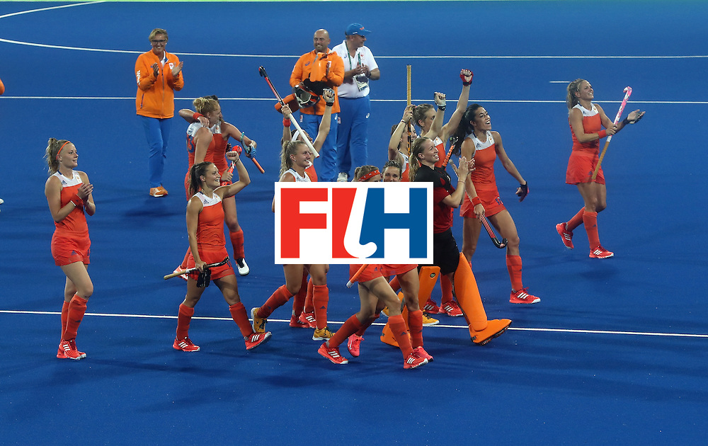 RIO DE JANEIRO, BRAZIL - AUGUST 15:  The Netherlands celebrate their victory during the Women's quarter final hockey match between the Netherlands and Argentina on Day10 of the Rio 2016 Olympic Games held at the Olympic Hockey Centre on August 15, 2016 in Rio de Janeiro, Brazil.  (Photo by David Rogers/Getty Images)