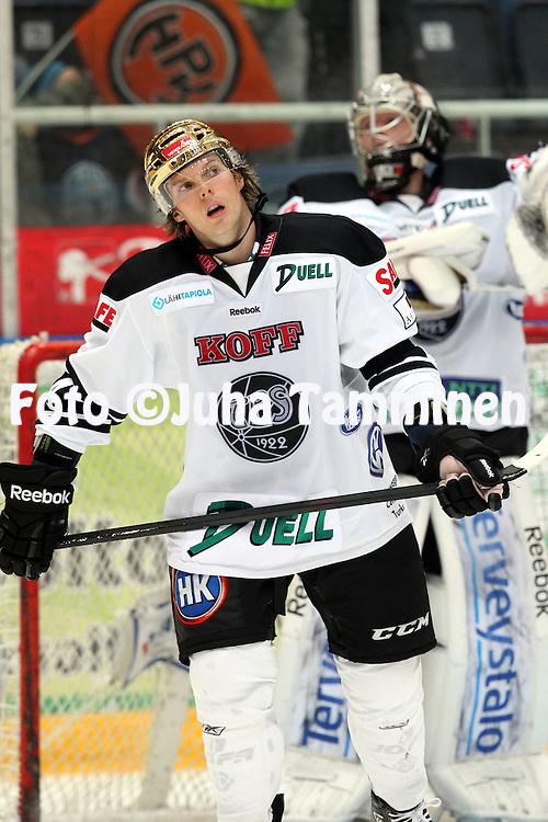 27.9.2012, Ritari Areena, H?meenlinna..J??kiekon SM-liiga 2012-13. HPK - HC TPS Turku..Corey Locke - TPS