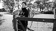 Javier Calvelo/ URUGUAY/ SALTO/ La Ruta de la Lana - Salto - Zanja del Tigre / Proyecto documental acerca de las actividades relacionadas a la produccion lanera en Uruguay/ Visitamos la casa de Silvia Lopez y Richard Clavero en Zanja del Tigre. Alli tienen un predio de 440 hectareas con 450 ovejas y cria de vacunos. <br /> En la foto:  La Ruta de la Lana en Salto, Silvia Lopez en Zanja del Tigre. Foto: Javier Calvelo / adhocfotos<br /> 2013-04-13 dia sabado<br /> adhocFotos