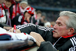 22.11.2011, Allianz Arena, Muenchen, UEFA CL, Gruppe A, GER, FC Bayern Muenchen (GER) vs FC Villarreal (ESP), im Bild Jupp Heynckes (Trainer Bayern) gibt autogramme //during the football match of UEFA Champions league, group a, between  FC Bayern Muenchen (GER)  vs.  FC Villarreal  (ESP) Gruppe A, on 2011/11/22 at Allianz Arena, Munich, Germany. EXPA Pictures © 2011, PhotoCredit: EXPA/ nph/ Straubmeier..***** ATTENTION - OUT OF GER, CRO *****