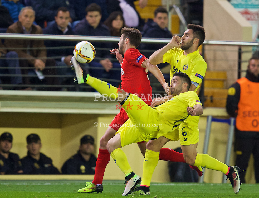 VILLRREAL, SPAIN - Thursday, April 28, 2016: Liverpool's Adam Lallana in action against Villarreal CF during the UEFA Europa League Semi-Final 1st Leg match at Estadio El Madrigal. (Pic by David Rawcliffe/Propaganda)