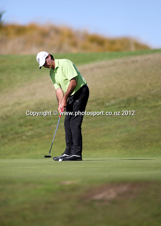 Malcolm Wells on the final day of the New Zealand stroke play championship, Paraparaumu Beach Golf Club, New Zealand. Sunday, 24 March, 2013. Photo: John Cowpland / photosport.co.nz